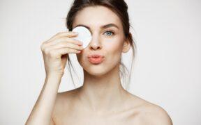 Etapowe oczyszczanie twarzy - główna