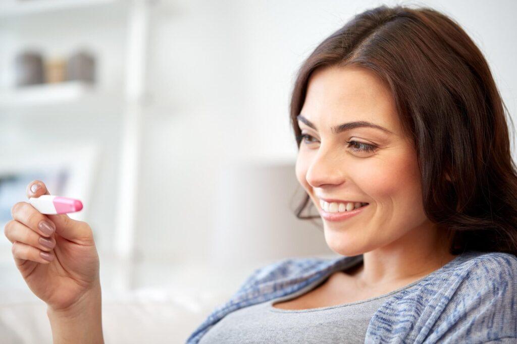 Kiedy zrobić test ciążowy, jak potwierdzić wynik?